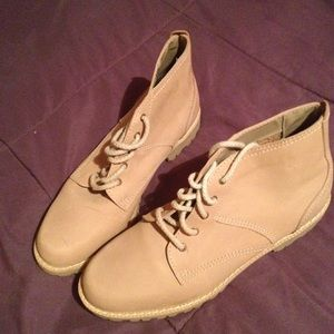 Shoes - Ellemenno Tan Ankle Hiking Style Boot Sz 8